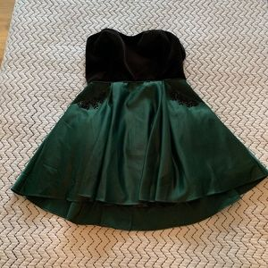 Woman's Formal Dress Green and Black Size 13